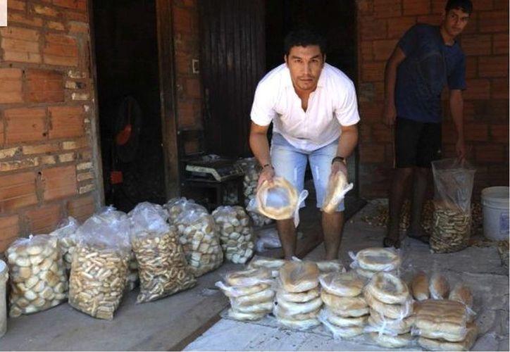 En lo que se recupera para volver a jugar futbol y llevar a su equipo, el 12 de Octubre a la Libertadores, Salvador Cabañas se desempeña como panadero en su pueblo natal. (abc.com.py)
