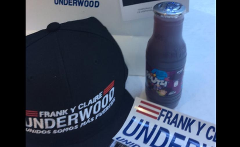 Algunos fans de la serie House of Cards recibieron un kit de 'agradecimiento' de parte de los Underwood . (Twitter)