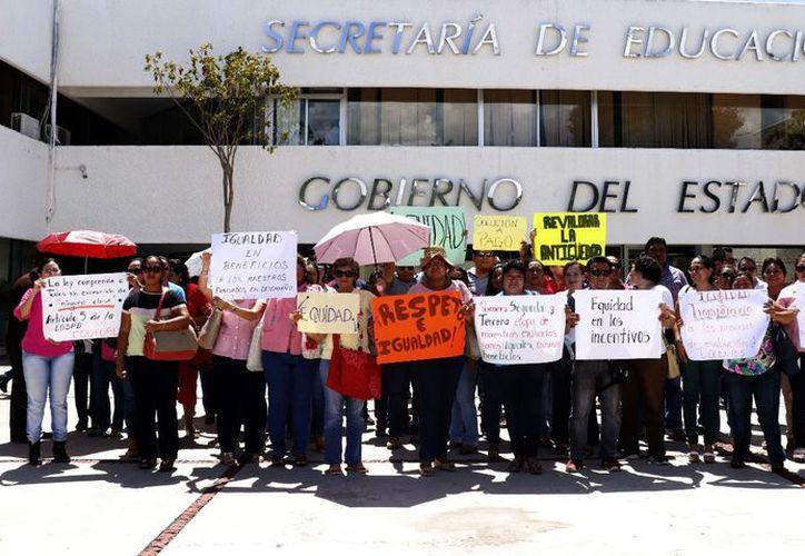 Los profesores inconformes mantuvieron su protesta durante un buen tiempo.  (José Acosta/Milenio Novedades)