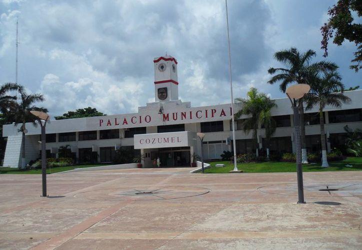 Ayuntamiento de Cozumel pagó 15 millones de pesos a empresa financiera. (Julián Miranda/SIPSE)