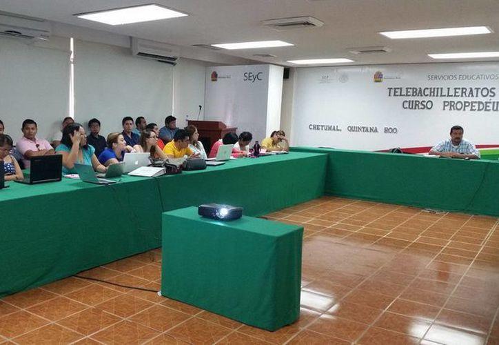 Los docentes de los telebachilleratos acudieron a los dos días de capacitación de la SEyC. (Redacción/SIPSE)