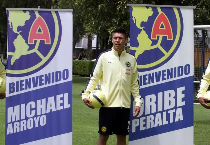 Oribe Peralta, quien actualmente juega con América, ha tenido que lidiar con unas supuestas fotos comprometedoras y unas hermanas que al parecer lo trataron de extorsionar y ahora están presas. (Notimex/Foto de archivo)