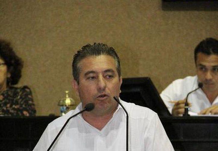 El diputado Gonzalo Escalante Alcocer, presidente de la Comisión de Postulación 'Diputado Profesor Pánfilo Novelo Martín'. (SIPSE)
