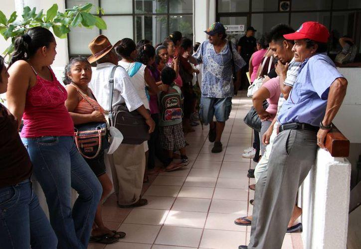 Los vecinos expusieron la problemática de las colonias ante las autoridades. (Tomás Álvarez/SIPSE)