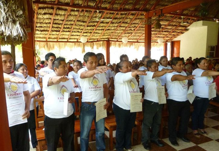 Aspecto del momento en que los integrantes de la mesa directiva rinden protesta. (Raúl Balam/SIPSE)