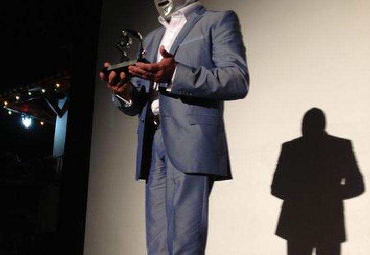 El Hijo del Santo recibió 'El Jaguar de Plata' por 30 años de trayectoria. (Facebook)
