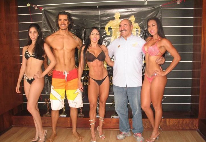 Priscila Flores, Daniel Torres, Liliana Cobos, Sebastián Muñoz y Brenda Sosa, durante la rueda de prensa. (Raúl Caballero/SIPSE)