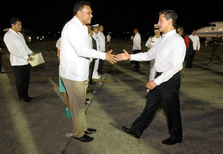 Por segunda vez en menos de un mes, el presidente Enrique Peña Nieto, arribó a Yucatán. En la imagen, a su llegada  hace unos días para un encuentro con el presidente de China, Xi Jinping. (yucatan.gob.mx)