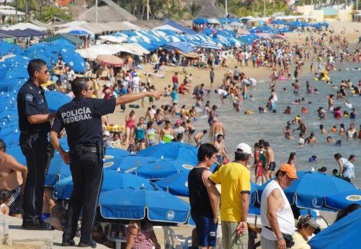 Programa Temporal de Empleo no es la única estrategia de Sectur en zonas afectas por las lluvias y huracanes. En la foto, playas de Guerrero. (Agencias/Foto de archivo)