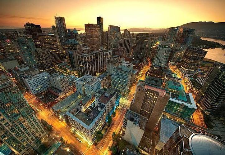 En Vancouver los nuevos edificios deben de ser neutros de carbono, es decir, tener un balance de cero emisiones de CO2. (greenuptown.com)