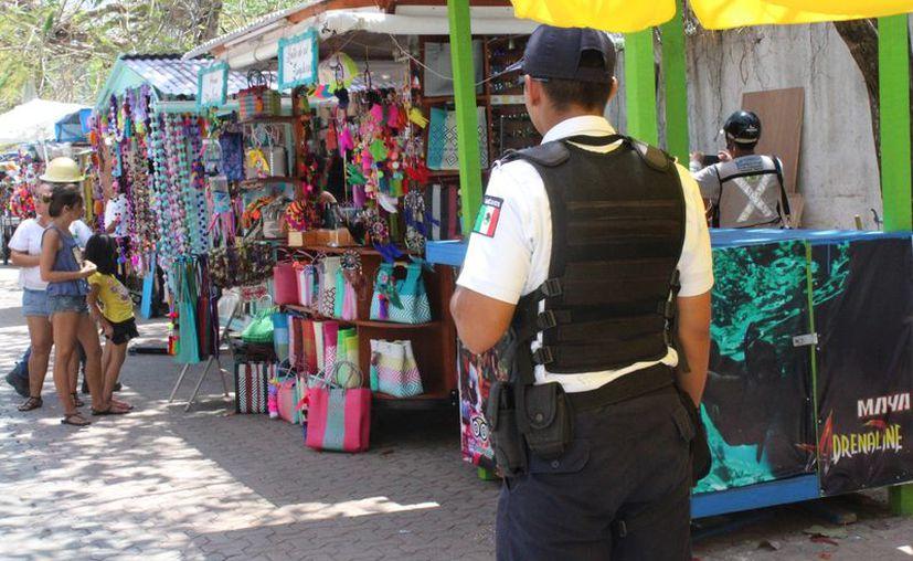 Constantemente realizan operativos en la zona turística de Playa del Carmen. (Adrián Barreto/SIPSE)