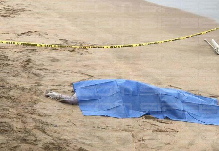 Trabajadores del puerto de abrigo de Yucalpetén hallaron un cuerpo en el agua.  (SIPSE)