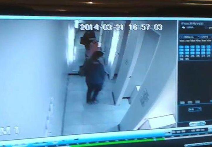 Las imágenes de las supuestas progreseñas cometiendo el robo circulan por redes sociales. (SIPSE)