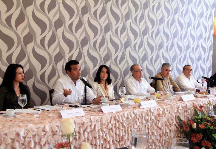 Reunión del Organo Implementador de la Reforma Penal con directores de escuelas de Derecho. (José Acosta/SIPSE)