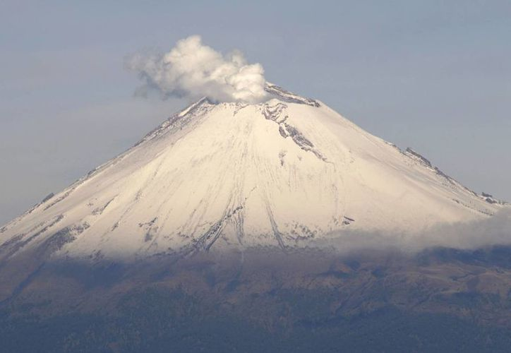 Permanece el radio de seguridad de 12 kilómetros alrededor del volcán Popocatépetl, cuya actividad incrementó en las últimas horas.  (Archivo/Notimex)