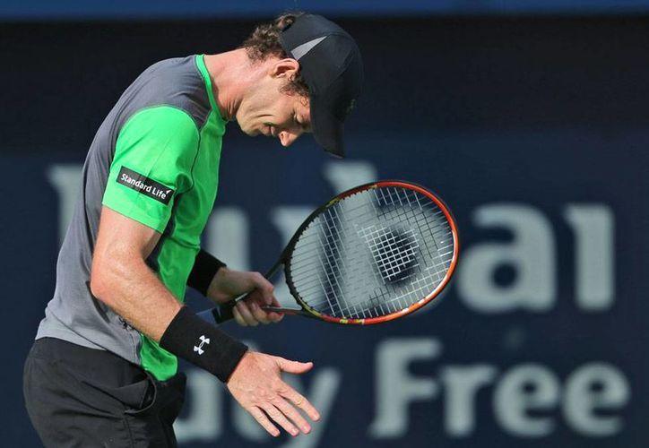 Mal día para Andy Murray, el número 3 del mundo, quien cayó con un desconocido jovencito de apenas 18 años de edad. (AP)