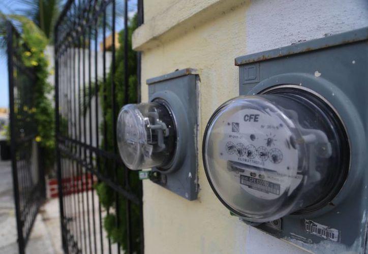 La CFE informó que se incrementará el precio de las tarifas eléctricas para el sector industrial, comercial y doméstico de alto consumo a partir del próximo martes. (Archivo/SIPSE)