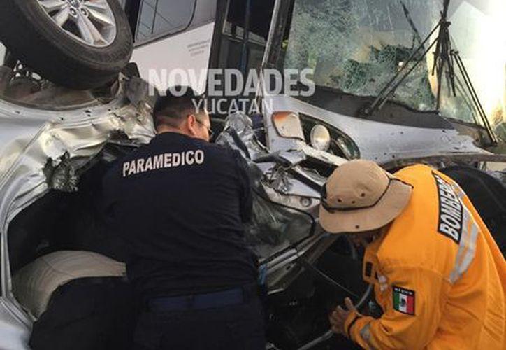 El guiador de la camioneta en la que viajaban los extranjeros no respetó la señal de alto al llegar al entronque a la vía Tizimín-Río Lagartos.