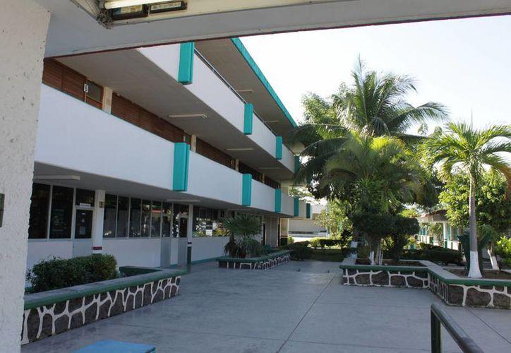 Para las primeras etapas se requieren 11 millones de pesos por cada plantel, para la construcción de seis aulas, un laboratorio, áreas administrativas y sanitarios. (Harold Alcocer/SIPSE)