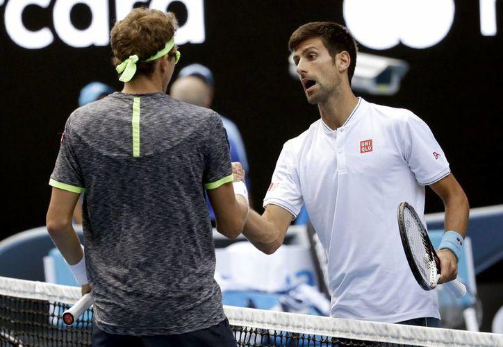 El Serbio Novak Djokovic, número dos del mundo, fue sorprendido en al segunda ronda del Abierto de Australia, torneo que había ganado en 5 de las últimas 6 ediciones.(Aaron Favila/AP)