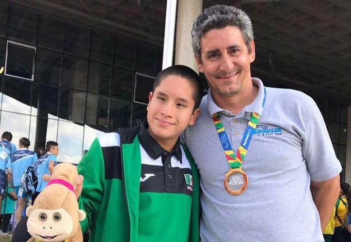 Con el apoyo de su entrenador Abel Hernández, Andy comenzó a forjar una trayectoria. (Ángel Villegas/SIPSE)