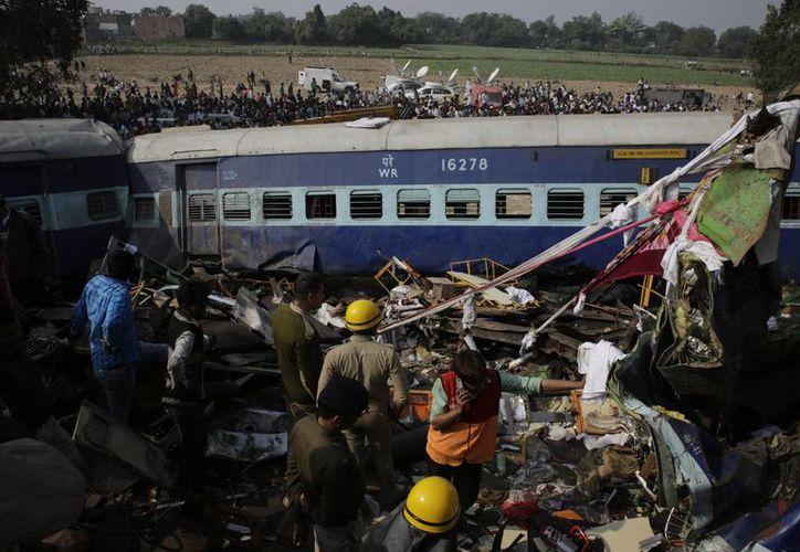 Tragedia a bordo. El tren viajaba entre las ciudades de Patna e Indore. (AP Photo/Rajesh Kumar Singh)