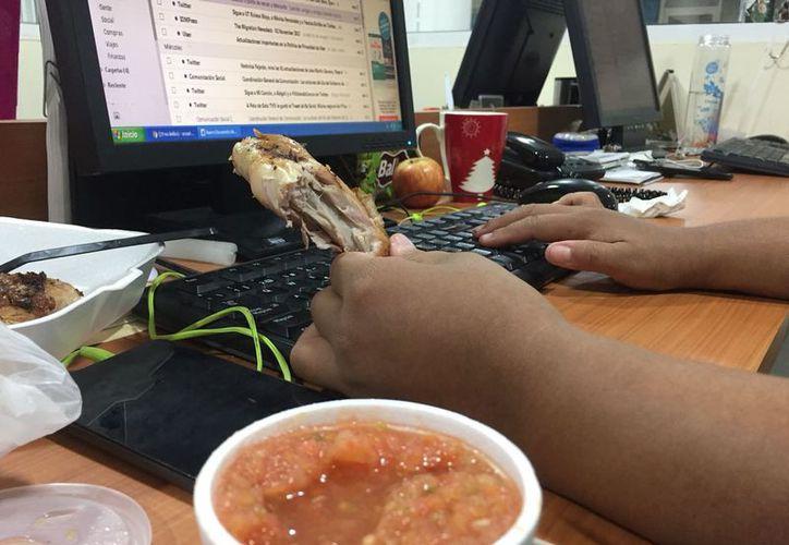 El trabajo de oficina puede generar graves problemas de salud si no se previenen. (Foto: Ivett Ycos)