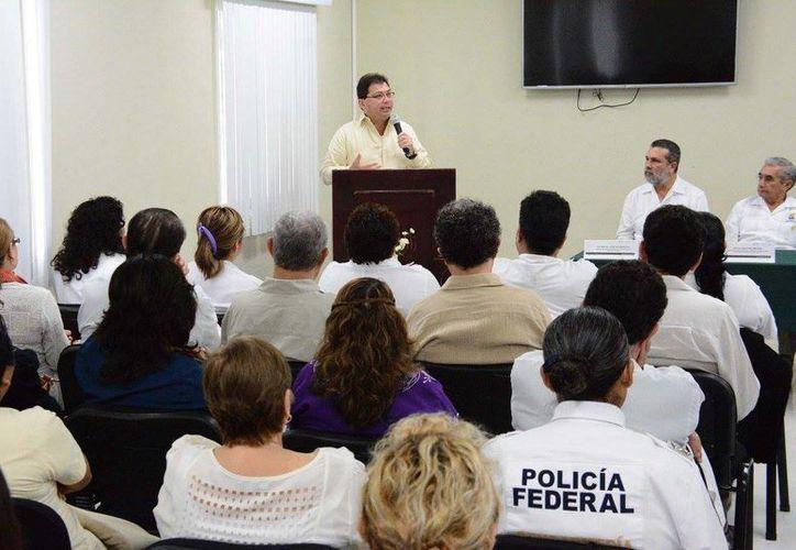 Discurso del secretario de Salud estatal (SSY), Jorge Eduardo Mendoza Mézquita, en la inauguración de las Jornadas Académicas del Hospital Psiquiátrico Yucatán. (Foto cortesía del Gobierno de Yucatán)