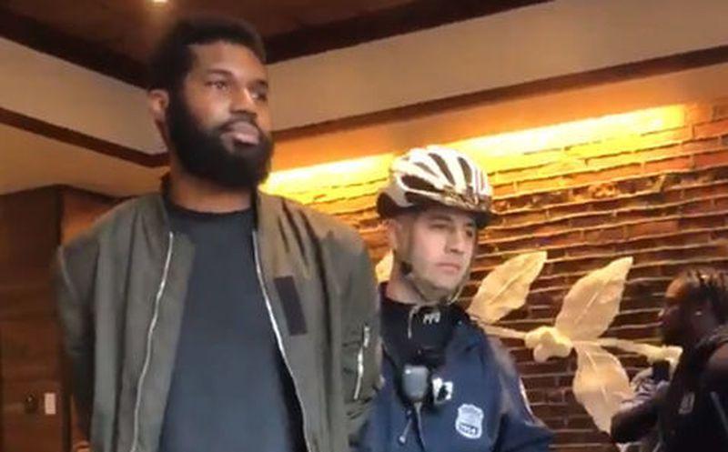 Disculpa de Starbucks tras el arresto de dos ciudadanos afroamericanos