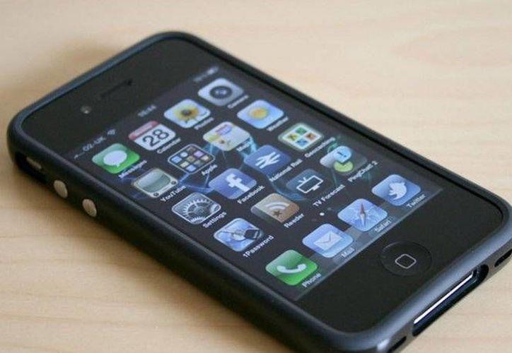 El iPhone 4 ya está obsoleto, declaró la compañía Apple de forma oficial. (Foto tomada de excelsior.com.mx)
