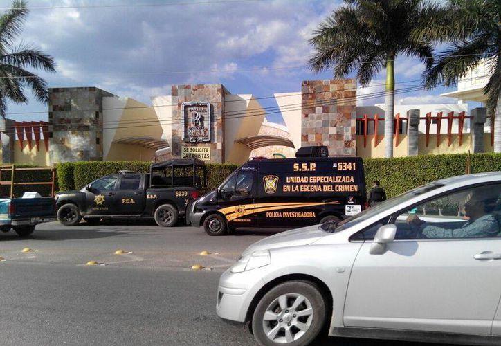 Fachada del motel Recinto Real, en el kilómetro 28 del periférico, de donde fue rescatada una mujer secuestrada en marzo. Este jueves comparecieron agentes antisecuestro ante una juez. (Milenio Novedades)