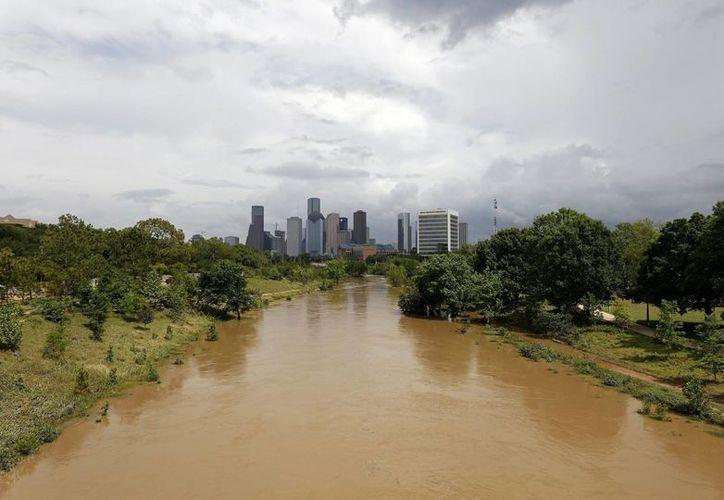 Este martes se confirmó la muerte de ocho personas en Houston por las inundaciones. (EFE)