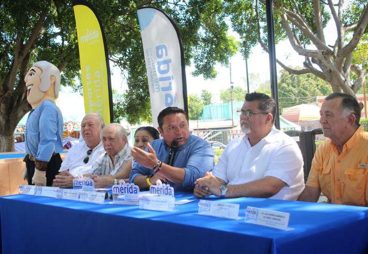 El comité organizador del evento. (Foto: Novedades Yucatán)