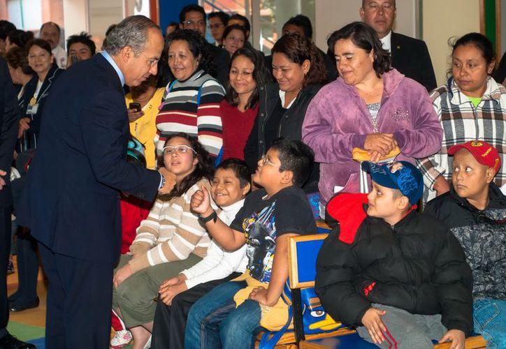 En el evento, Calderón Hinojosa destacó que su gobierno buscó ofrecer tratamientos de salud con la mejor calidad para todos. (Notimex)