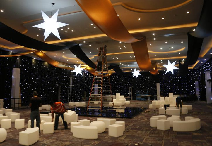 """El salón """"Salón Rocks"""" está decorado con adornos alusivos al Año Nuevo. (Israel Leal/SIPSE)"""