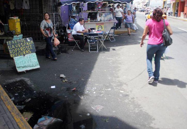 Ante los casos de hepatitis, las autoridades ponen especial atención en puestos callejeros de comida. (Milenio Novedades)