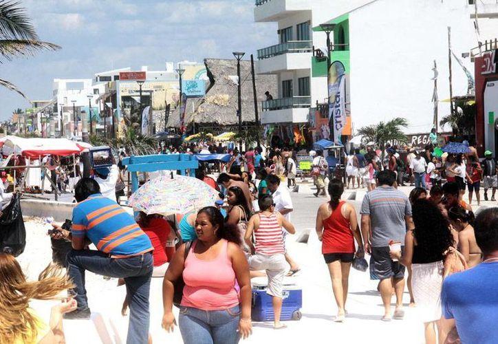 Aunque el último domingo de vacaciones de Semana Santa no tuvo la afluencia esperada en Progreso, el saldo de la derrama económica en las costas de Yucatán fue positivo. (Milenio Novedades)