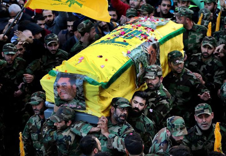 Este lunes se efectuó el funeral masivo de Samir Kantar, líder del grupo libanés Hezbolá. (AP)