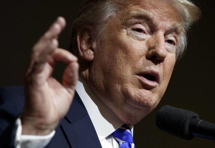 Desde hace tiempo, Donald Trump ha culpado a Obama y a su exsecretaria de Estado -Clinton- de desarrollar políticas en el Medio Oriente que generaron un vacío de poder en Irak. (AP/Evan Vucci)
