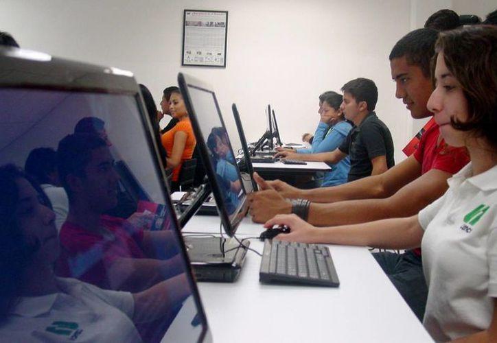La iniciativa tiene el objetivo de fomentar el interés de los estudiantes de licenciatura y bachillerato por la actividad científica sus diferentes áreas.  (Cortesía/SIPSE)