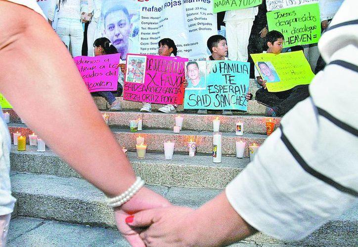 Familiares de los desaparecidos en el Heaven se manifestaron en el Ángel de la Independencia. (Milenio)