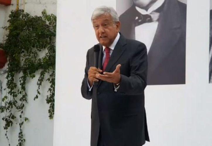Andrés Manuel López Obrador confirmó que no habrá cambios al marco legal de los bancos en los próximos tres años. (Facebook)