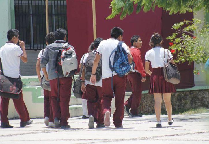 Los estudiantes de todos los niveles educativos reciben los apoyos. (Jesús Tijerina/SIPSE)