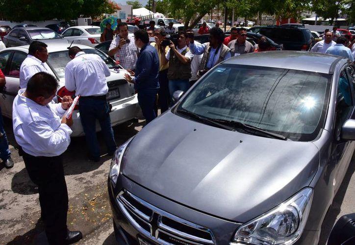 Varios autos que prestaban servicio de transportación para la empresa Uber fueron detenidos en Campeche. Al menos 2 de ellos tenían placas de Yucatán. (SIPSE)