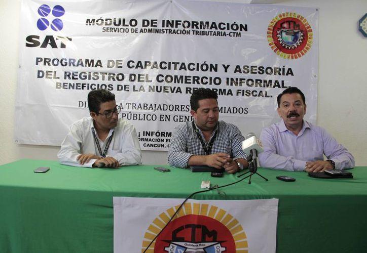 Mencionan que enseñarán a los trabajadores a tributar. (Tomás Álvarez/SIPSE)