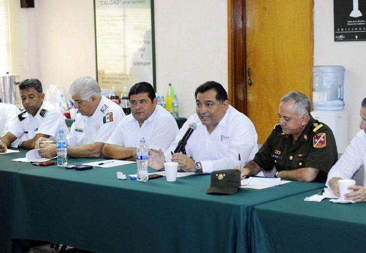 Funcionarios estatales y militares que integran el Consejo Estatal de Protección Civil. (Milenio Novedades)