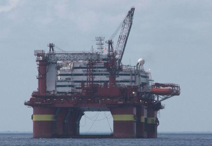 """La plataforma """"Floatel Victory"""" tiene un peso de 18 mil 995 toneladas. (Julián Miranda/SIPSE)"""