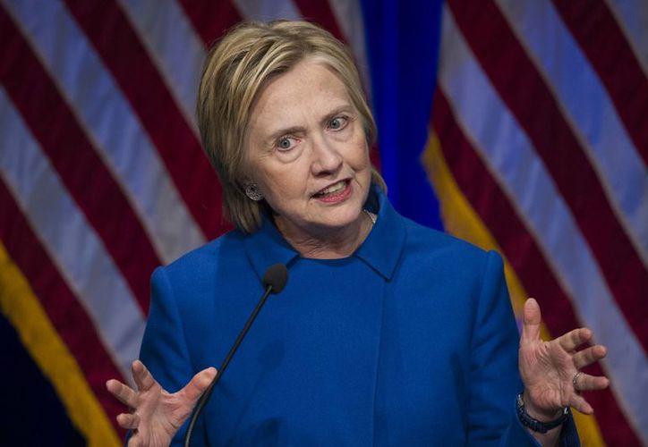 'Los votantes de los estados clave tomaron su decisión en los días finales, rompiendo conmigo por la carta del director del FBI', insistió Hillary Clinton. (AP Photo/Cliff Owen, File)