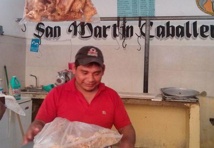 Muchas carnicerías de la localidad se mantienen abiertas por que aseguran que aunque hay poca ganancia, por lo menos viven al día. (Rossy López/SIPSE)