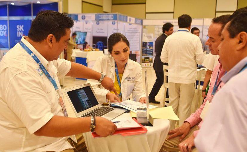 En México el costo en intervenciones quirúrgicas es del 40 por ciento a 80% menos. (Gustavo Villegas/SIPSE)